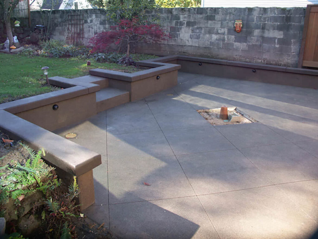 Built in concrete seat wall patio