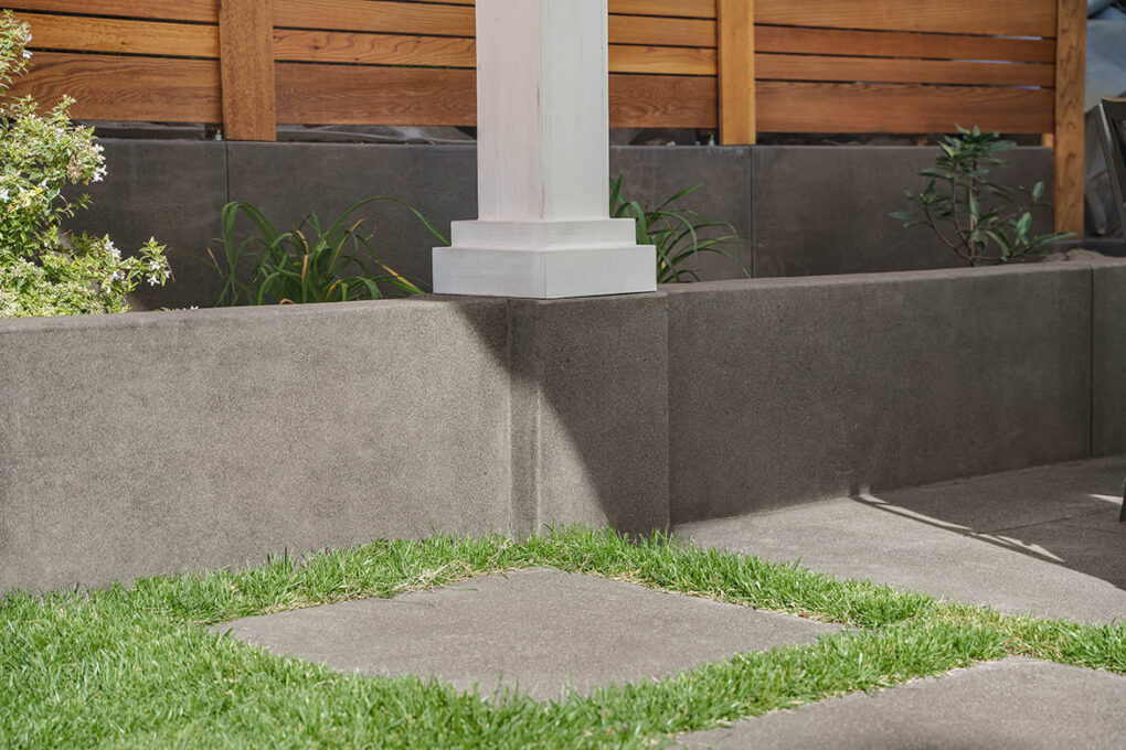 7 alameda pewter sand finish columns retaining wall