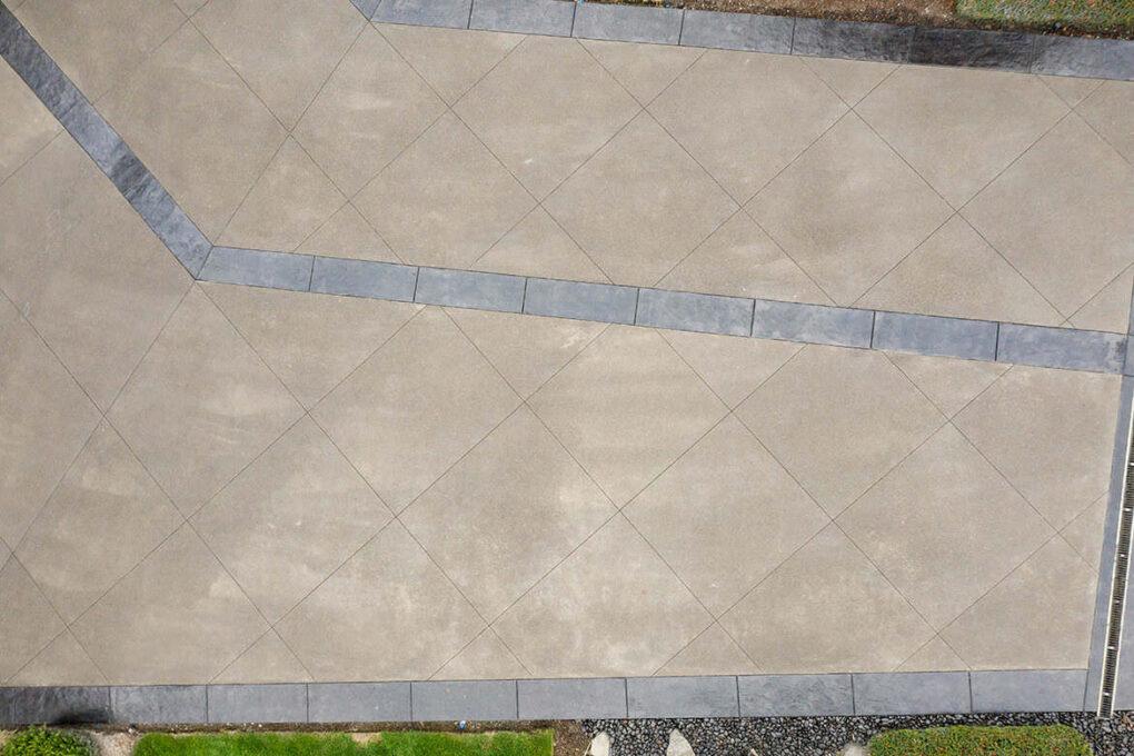 3 brush prarie sand finish driveway sawcut diamond joints